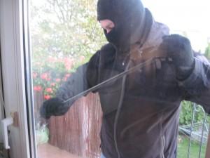 włamanie przez okno